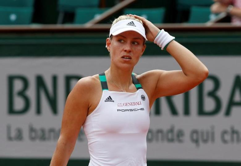 Tennis - French Open - Roland Garros, Paris, France - 28/5/17Germany's Angelique Kerber reacts during her first round match against Russia's Ekaterina MakarovaReuters / Pascal Rossignol/ Files