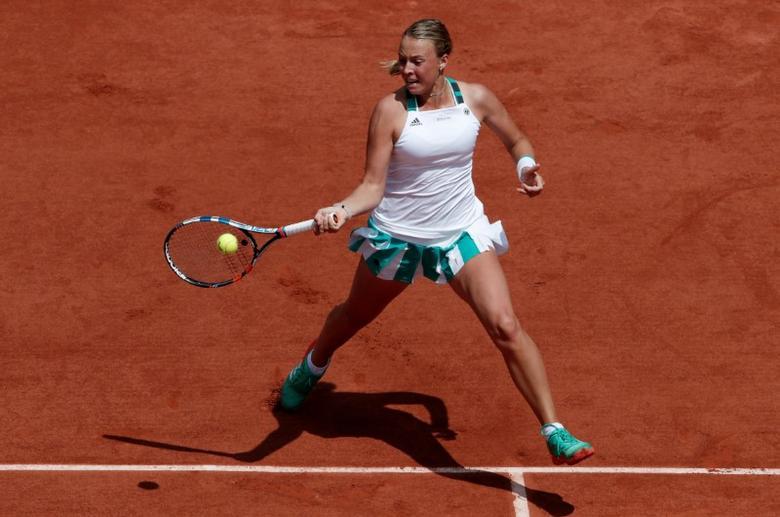 FILE PHOTO: Tennis - French Open - Roland Garros, Paris, France - 31/5/17   Estonia's Anett Kontaveit in action during her second round match against Spain's Garbine Muguruza Reuters / Benoit Tessier