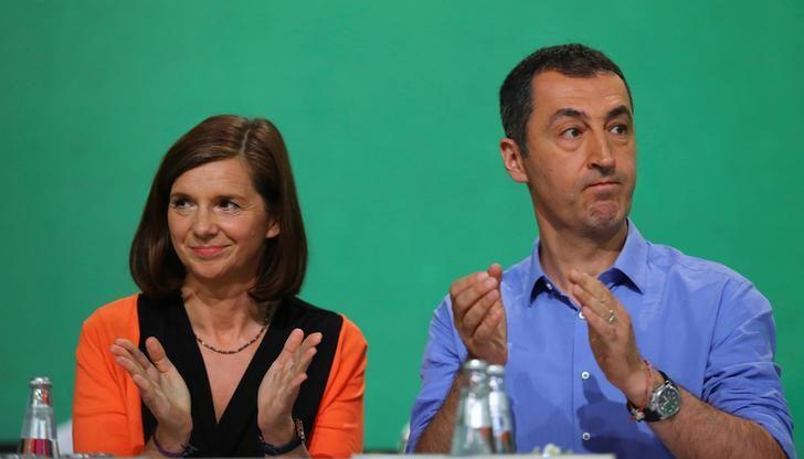 Top candidates Katrin Goering-Eckardt and Cem Oezdemir (R) of Germany's environmental party Die Gruenen (The Greens) applaud during a party congress in Berlin, Germany June 18, 2017. REUTERS/Hannibal Hanschke
