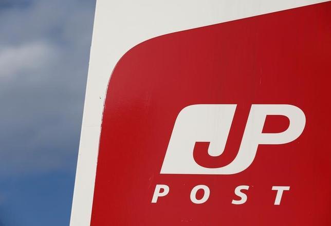 6月18日、関係筋によると、日本郵政は、野村不動産ホールディングスの買収を断念する。写真は、日本郵政のロゴ。都内本社で1月撮影(2017年 ロイター/Kim Kyung-Hoon)