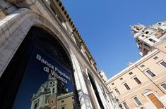Le Trésor italien ne croit plus à une solution bancaire pour le sauvetage de deux établissements en difficulté en Vénétie, a dit une source du Trésor dimanche, après une information du journal La Stampa selon laquelle Bruxelles s'oppose à l'octroi d'une aide publique. /Photo d'archives/REUTERS/Alessandro Bianchi
