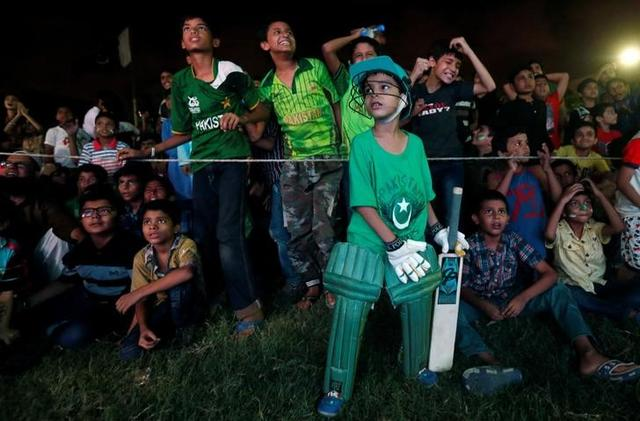 Pakistani cricket fans react as they gather to watch on screen the ICC Champions Trophy finals between India and Pakistan at London's The Oval, at a park in Karachi, Pakistan June 18, 2017. REUTERS/Akhtar Soomro