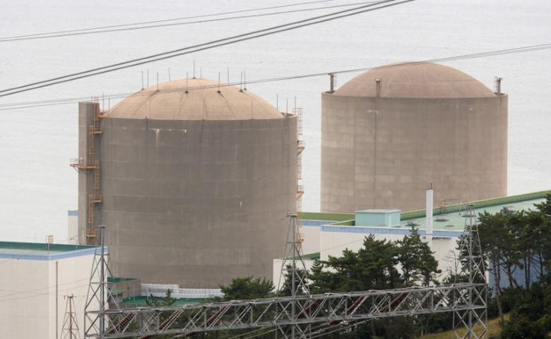 FILE PHOTO: The Kori No. 1 reactor (R) and No. 2 reactor of state-run utility Korea Electric Power Corp (KEPCO) are seen in Ulsan, about 410 km (255 miles) southeast of Seoul, September 3, 2013. REUTERS/Lee Jae-Won/File Photo