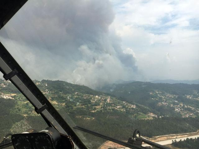 Aerial view of a forest fire is seen from the cabin of a Spanish fire fighting plane near Pedrogao Grande, Portugal, June 18, 2017.  Spanish Defence Ministry-Spanish Air Force/Handout via REUTERS