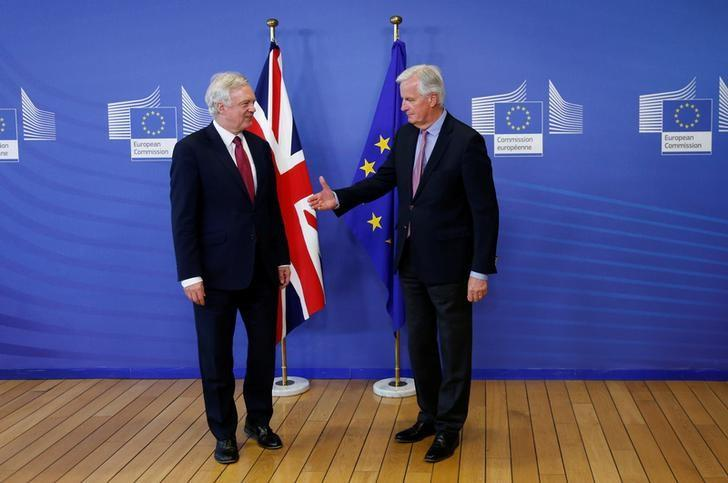 The European Union's chief Brexit negotiator Michael Barnier (R) welcomes Britain's Secretary of State for Exiting the European Union David Davis at the European Commission ahead of their first day of talks in Brussels, June 19, 2017.    REUTERS/Francois Lenoir