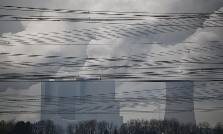 Power lines are pictured in front of the coal power plant of RWE as steam rises from the cooling towers of one of Europe's biggest electricity and gas companies in Neurath, north-west of Cologne, Germany in this picture taken March 4, 2016.    REUTERS/Wolfgang Rattay