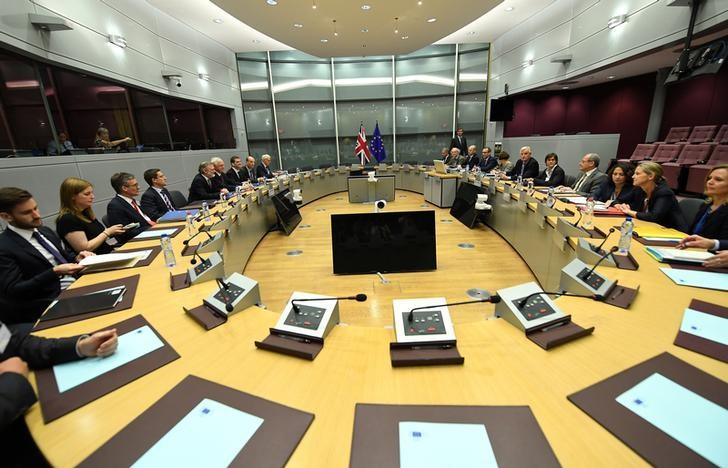 Britain's Secretary of State for Exiting the European Union David Davis and his delegation sit across from European Union's chief Brexit negotiator Michael Barnier and his delegation at the start of their first day of talks at the European Commission in Brussels, Belgium, June 19, 2017. REUTERS/Emmanuel Dunand/Pool