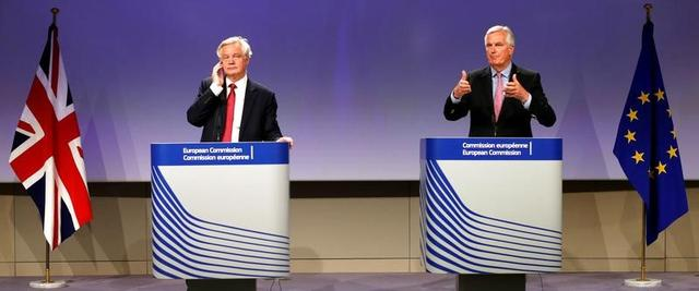 The European Union's chief Brexit negotiator Michael Barnier (R) and Britain's Secretary of State for Exiting the European Union David Davis speak at the European Commission after the first day of Brexit talks in Brussels, Belgium, June 19, 2017.    REUTERS/Francois Lenoir