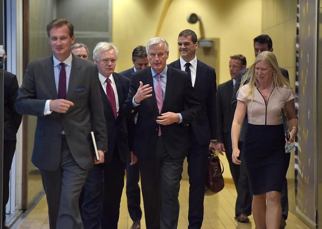 The European Union's chief Brexit negotiator Michael Barnier (C) walks with Britain's Secretary of State for Exiting the European Union David Davis (3L) at the European Commission ahead of their first day of talks in Brussels, June 19, 2017.    REUTERS/Francois Lenoir