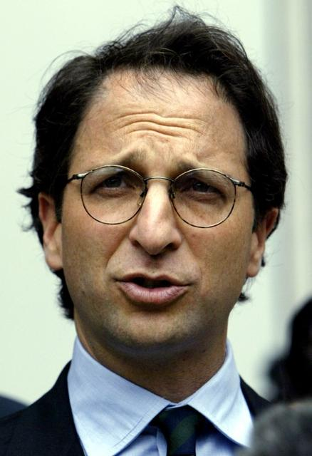 FILE PHOTO: Federal prosecutor Andrew Weissmann speaks to the press outside the federal courthouse in Houston, Texas, May 1, 2003. REUTERS/Jeff Mitchell/File photo