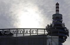 Mediaset a annoncé lundi avoir racheté la participation de 11,1% de l'opérateur télécoms espagnol Telefonica dans sa filiale de télévision payante Mediaset Premium, dont il détient désormais 100% du capital. /Photo d'archives/REUTERS/Stefano Rellandini