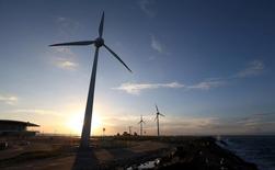 Turbina eólica em operação na costa de Fortaleza 26/04/2017  REUTERS/Paulo Whitaker