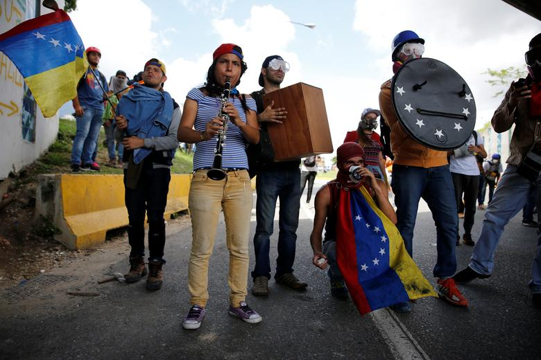 Demonstrators play instruments while rallying against Venezuela's President Nicolas Maduro's government in Caracas, Venezuela, June 19, 2017. REUTERS/Ivan Alvarado