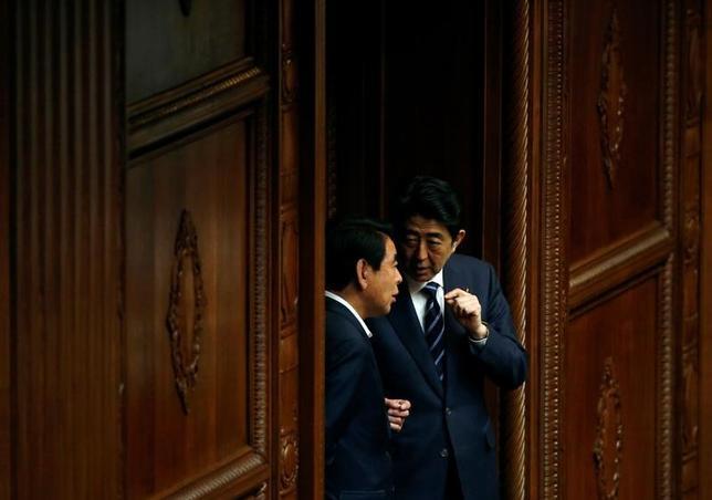6月20日、自民党東京都連会長の下村博文幹事長代行は、外国特派員協会で会見し、7月の東京都議会議員選は「一言で表せば、脱小池劇場」だと述べた。2016年5月撮影(2017年 ロイター/Toru Hanai)