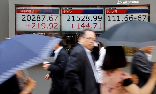 6月20日、東京株式市場で日経平均は3日続伸。終値では2015年8月18日以来約1年10カ月ぶりの高値水準で引けた(2017年 ロイター/Toru Hanai )