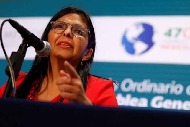 6月20日、米国や中南米諸国が加盟する米州機構(OAS)は、メキシコのカンクンで年次総会を開催した。総会では政治・経済危機への対応を巡りベネズエラに批判が集中。ベネズエラのロドリゲス外相が、同国を非難した国々を「帝国主義の愛犬」を呼ぶなど混乱が広がった。写真はベネズエラの同外相。カンクンで撮影(2017年 ロイター/CARLOS JASSO)
