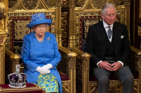 Queen Elizabeth opens parliament
