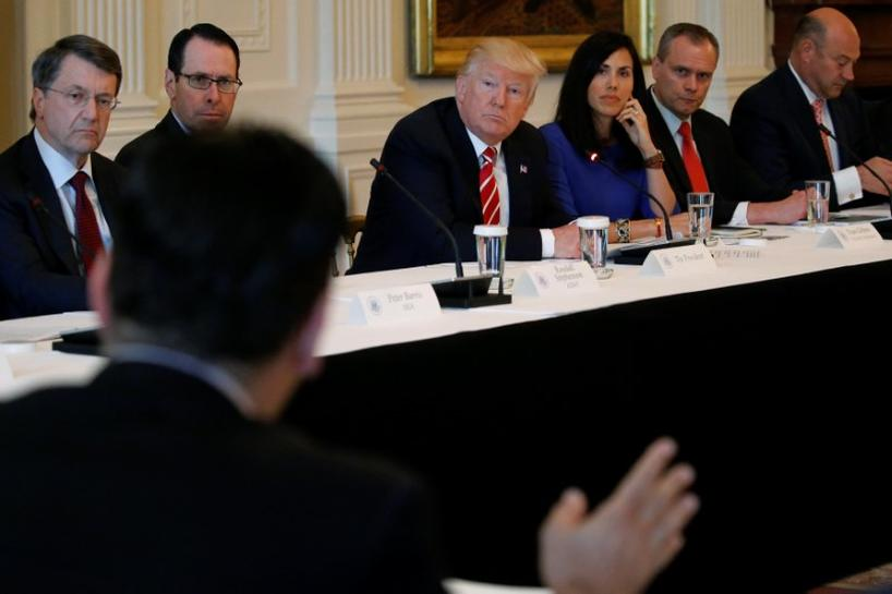 Trump meets wireless, drone executives on new technologies