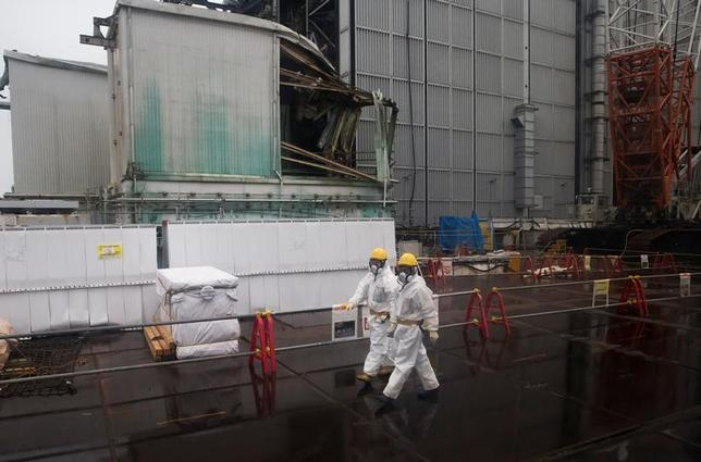 6月23日、安藤・間が連日で年初来安値を更新。福島第1原発事故の除染事業を巡り、不正な会計処理の可能性を懸念した売りが出ている。写真は、福島第1原発で2月、代表撮影(2017年 ロイター)