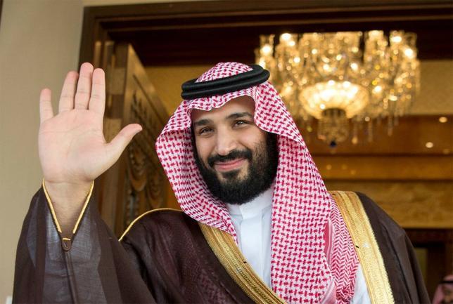 6月21日、サウジアラビアの王位継承第1位となったムハンマド・ビン・サルマン新皇太子(写真)は、石油依存から脱却し、最大のライバル国イランの影響力に対抗すべく強硬な外交政策を打ち出すなど、大胆な変革者として名を馳せている。リヤドで4月撮影。提供写真(2017年 ロイター/Bandar Algaloud/Courtesy of Saudi Royal Court/Handout/File Photo via REUTERS)