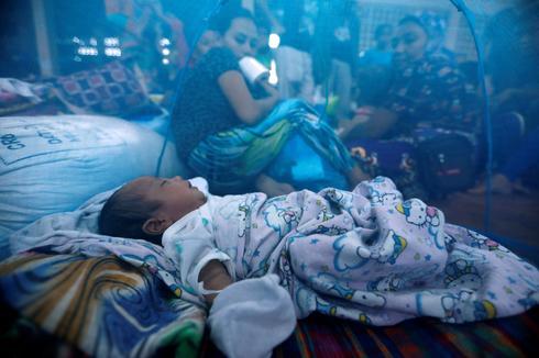 Thousands flee besieged Philippine city