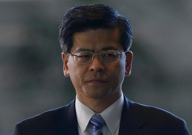 6月27日、石井啓一国土交通相(写真)は閣議後の会見で、タカタが26日に民事再生法の適用を申請したことを受け「自動車メーカーに対し、早急にリコール対象車両の回収を進めるよう引き続き指導を行っていく」と述べた。2015年10月撮影(2017年 ロイター/Yuya Shino)