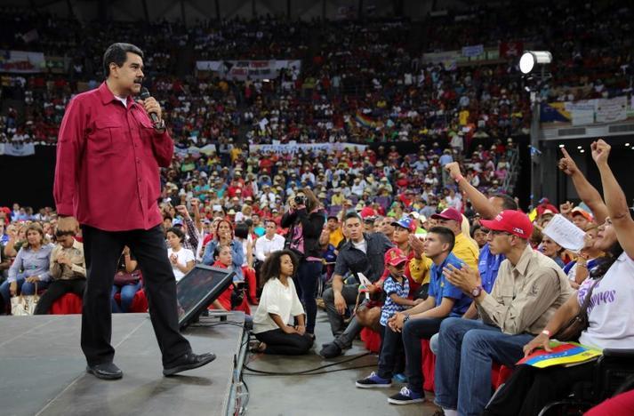"""Maduro alerta para possibilidade de guerra caso """"revolução"""" seja derrubada"""