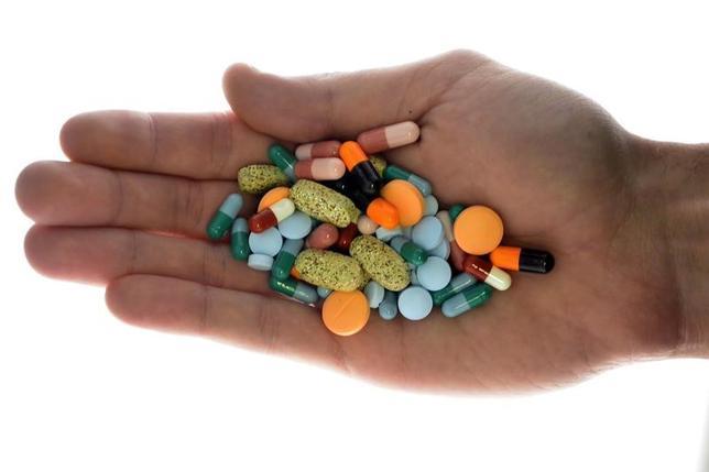6月29日、米食品医薬品局(FDA)が、ジェネリック(後発医薬品)市場の改革に動き出した。スロベニアで2013年11月撮影(2017年 ロイター/Srdjan Zivulovic)