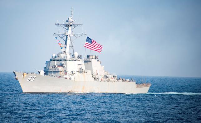 7月2日、米海軍は、南シナ海で中国、台湾、ベトナムが主権を主張する島の周辺海域に米海軍の艦船を派遣する「航行の自由」作戦を実施した。写真は3月22日、韓国沖を航行する米海軍駆逐艦ステザム(2017年 ロイター)