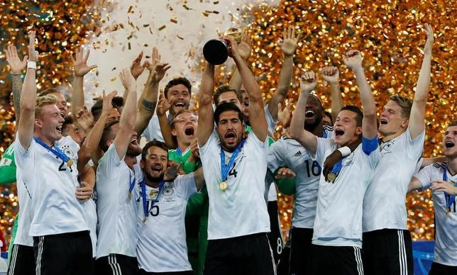 7月2日、サッカーのコンフェデレーションズカップ(杯)は、サンクトペテルブルクで決勝を行い、ドイツがチリを1─0で下し、同大会初優勝を飾った(2017年 ロイター/Grigory Dukor)