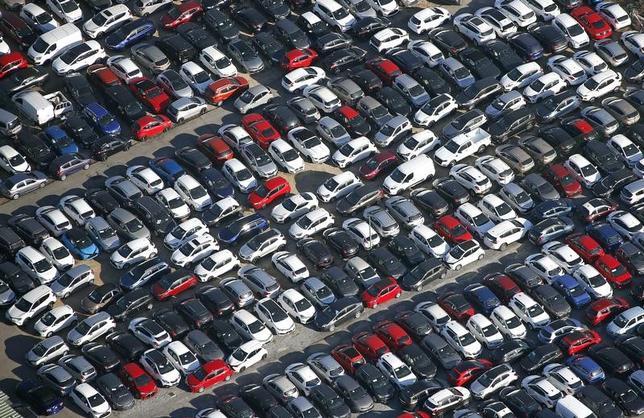 7月4日、トヨタ自動車、SUBARUなどの自動車株が堅調。2016年3月、仏ニースで撮影(2017年 ロイター/Eric Gaillard)