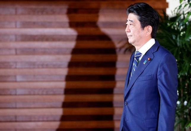 6月4日、日本と欧州連合(EU)は6日に予定する首脳協議で、経済連携協定(EPA)の大枠合意に達する見通し。写真は安倍首相。3日都内で撮影(2017年 ロイター/Kim Kyung-Hoon)
