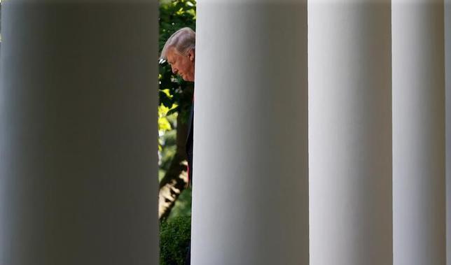 7月5日、20カ国・地域(G20)首脳会議で採択される共同声明で、米国が地球温暖化対策の国際枠組み「パリ協定」から離脱したことが指摘され、米国の孤立化が鮮明に示される可能性があることが、ロイターが入手した声明草案で明らかになった。 写真はトランプ米大統領。6月撮影(2017年 ロイター/Joshua Roberts)