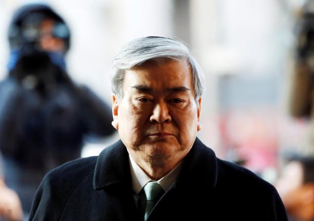 7月7日、韓国の警察は、大韓航空の本社に立ち入り捜査を行ったと発表した。横領と背任の疑惑を巡る捜査の一環とした。写真は同社の趙亮鎬(チョ・ヤンホ)会長。2015年1月撮影(2017年 ロイター/Kim Hong-Ji)
