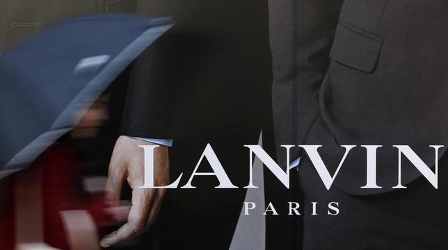 7月6日、フランスの高級ブランド「ランバン」は、デザイナーのブシュラ・ジャラール氏の退任を確認した。写真は1月撮影(2017年 ロイター/Christian Hartmann )