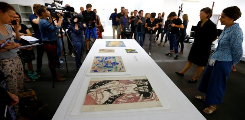 Director Nina Zimmer (2ndR) and head of provenance research Nikola Doll (R) of the Kunstmuseum Bern art museum talk to the media during a news conference after the arrival of the first artworks from the Dossier Gurlitt in Bern, Switzerland July 7, 2017. Arnd Wiegmann