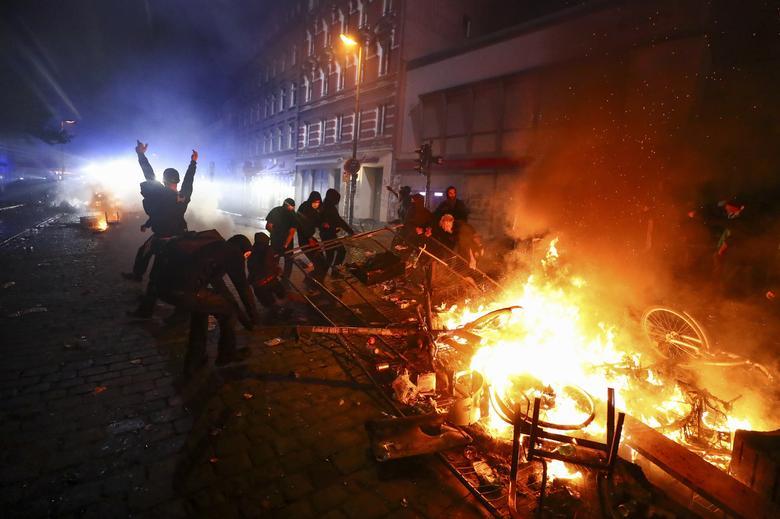 hamburg barricade ile ilgili görsel sonucu