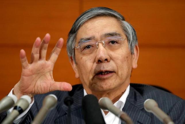 7月10日、日銀の黒田総裁(写真)は支店長会議であいさつし、景気の現状は「緩やかな拡大に転じつつある」、先行きは「緩やかな拡大を続ける」との見解を示した。 都内で6月撮影(2017年 ロイター/Toru Hanai)