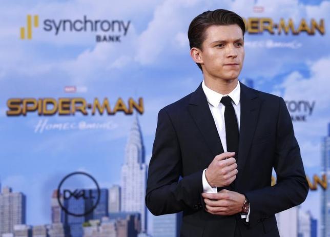 7月9日、バラエティ・ドット・コムによると、週末の北米映画興行収入ランキングは、米マーベル・コミックスの「スパイダーマン」の実写映画化作品、「スパイダーマン:ホームカミング」(日本公開8月11日)が1億1700万ドル(約133.3億円)稼ぎ、初登場首位となった。写真はスパイダーマンを演じる俳優トム・ホランド。先月28日撮影(2017年 ロイター/Mario Anzuoni)
