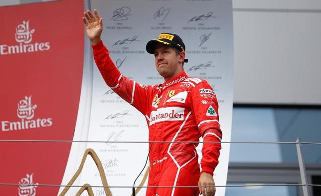 7月10日、自動車レースF1、フェラーリのセルジオ・マルキオンネ会長はセバスチャン・フェテル(写真)について、来季もチームに残るかどうかは本人次第と述べた。オーストリアのシュピールベルクで9日撮影(2017年 ロイター/DominicEbenbichler)