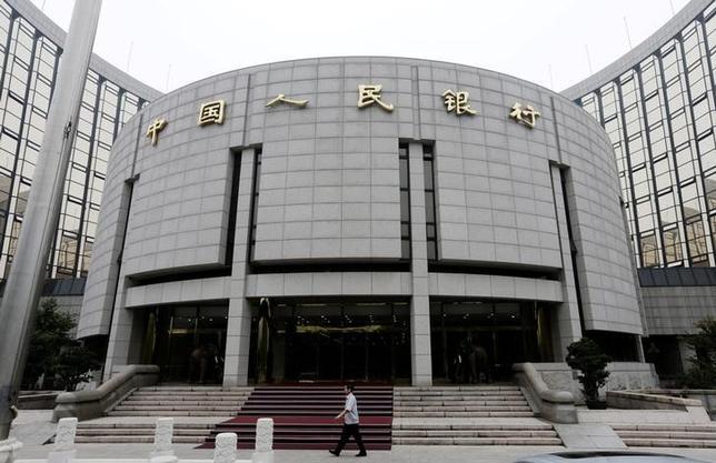 7月13日、中国人民銀行(写真)は、中期貸出ファシリティーを通じて金融システムに3600億元(530億6000万ドル)を供給したことを明らかにした。北京で2013年6月撮影(2017年 ロイター/Jason Lee)