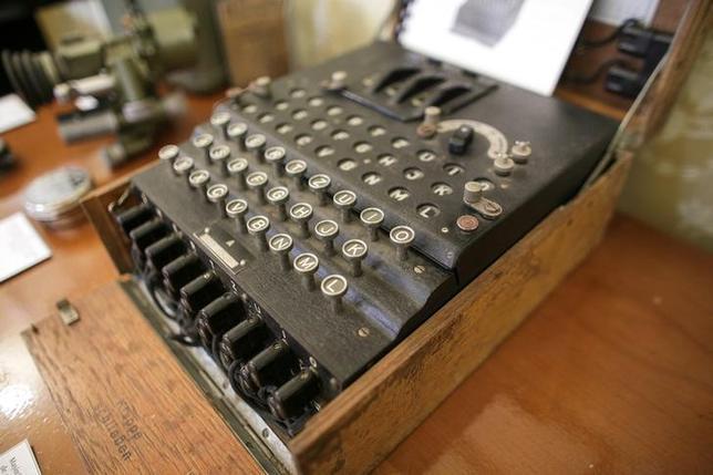 7月11日、ルーマニアの蚤の市で「古いタイプライター」として100ユーロで売られたナチス・ドイツの暗号機「エニグマⅠ」が、競売会社のオークションサイトに出品され、11日に4万5000ユーロ(約580万円)で落札された(2017年 ロイター/Octav Ganea)
