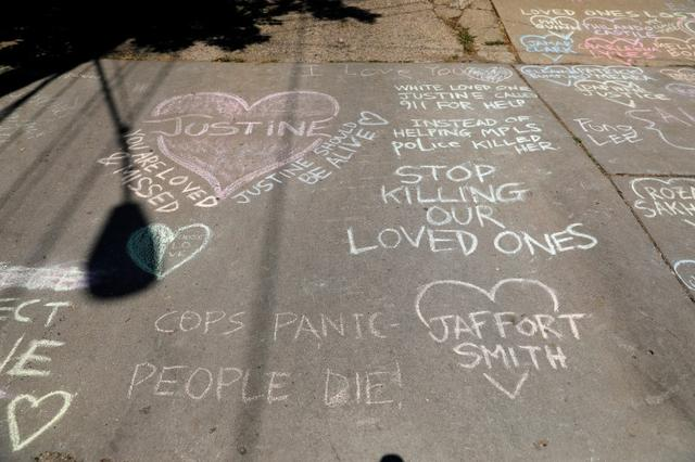 Memorials on the alleyway for Justine Damond who was shot by a Minneapolis police officer in Minneapolis, Minnesota, U.S., July 17, 2017. REUTERS/Adam Bettcher