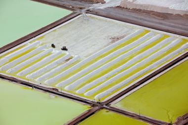 リチウム生産会社、EV向け需要見据え長期契約