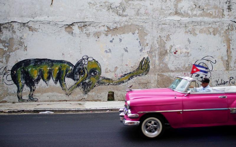 Cuban graffiti artists bring social critique to Havana\'s walls | Reuters