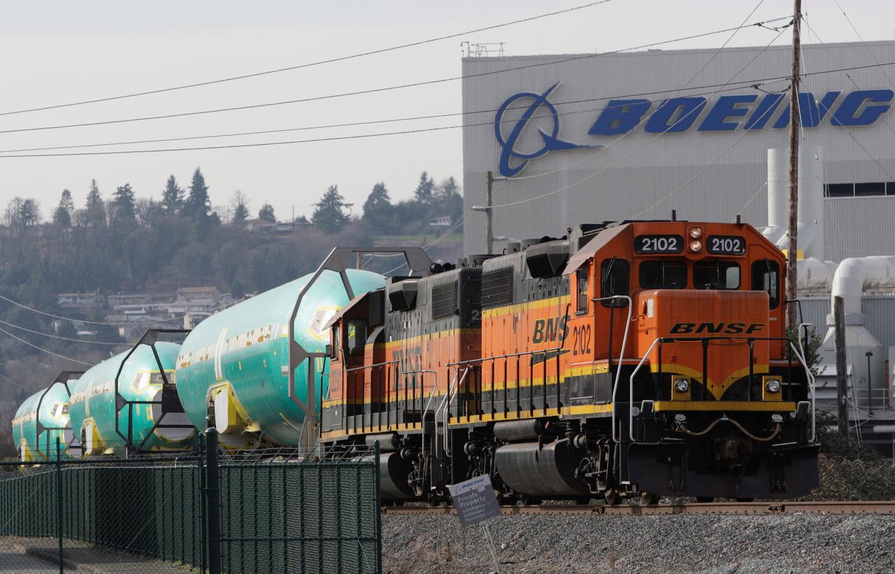 Thousands of rail workers back at Buffett's BNSF as volumes