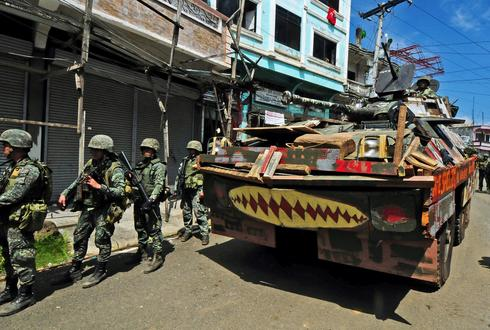 Battle for besieged Philippine city