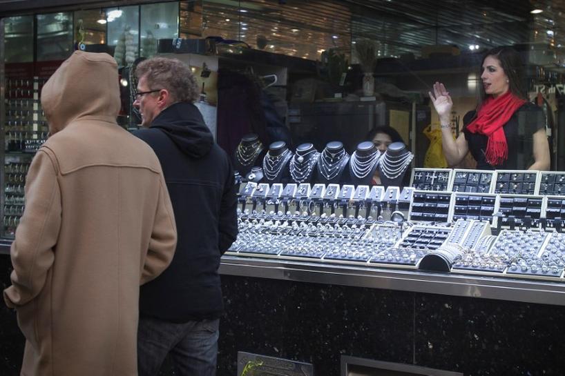 American retailers, restaurants oppose U.S. negotiators produce proposal