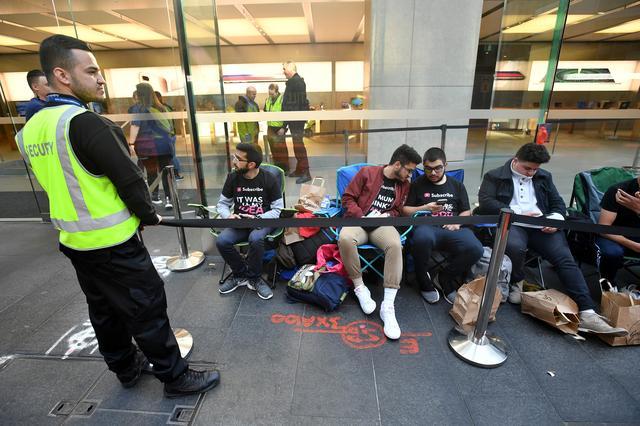 Apple's iPhone 1 2 3 4 5 6 7 8 9  launch in Sydney sees bleak turnout