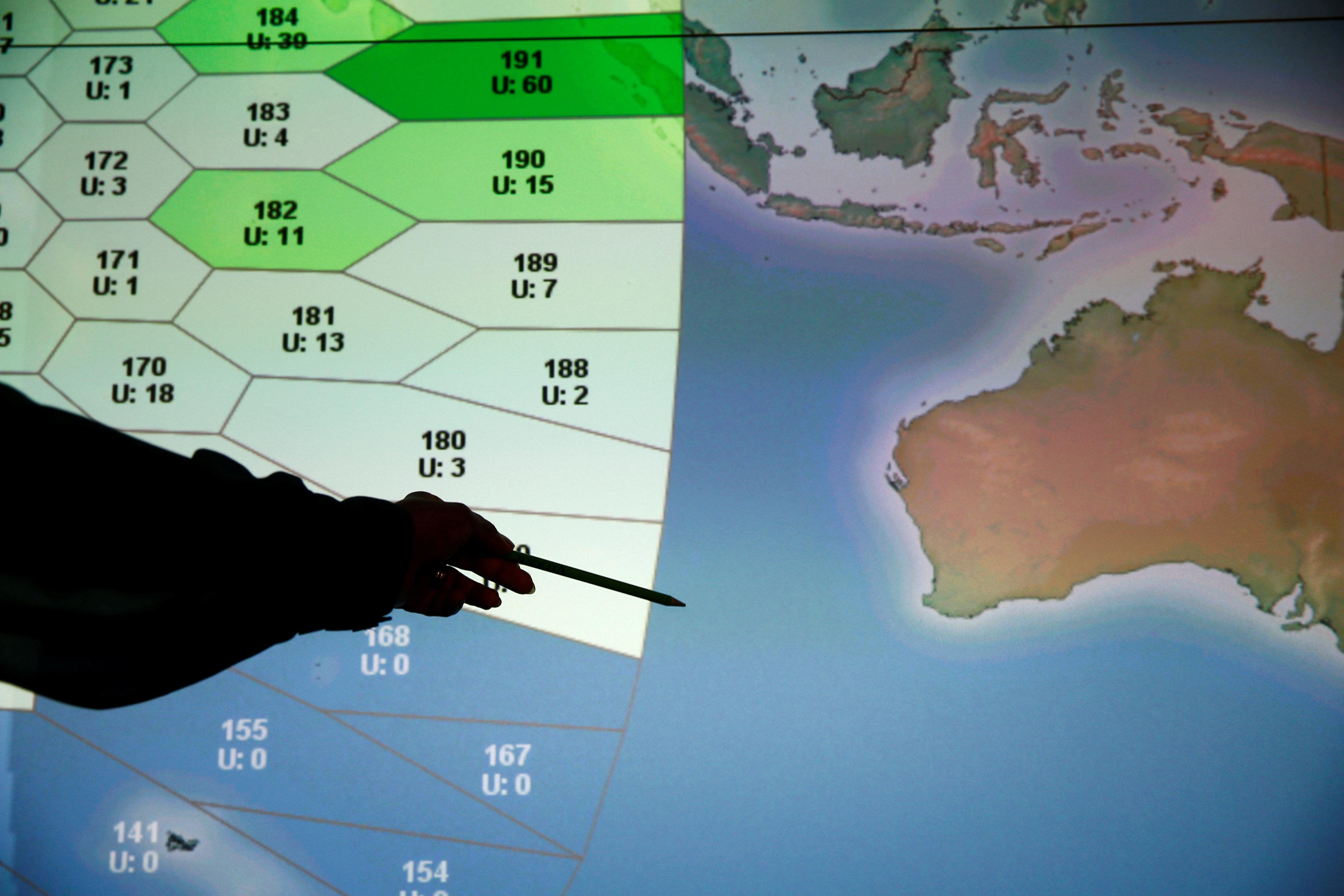 Report on MH370 finds \'initially similar\' route on pilot\'s flight ...